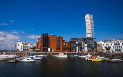 Malmö är den snabbast växande staden i Sverige – hur påverkar detta den lokala arbetsmarknaden och sysselsättningsgraden för olika sociala grupper?